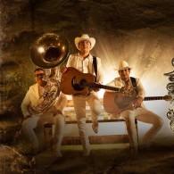 Los Plebes Del Rancho De Ariel Camacho - Lyrics